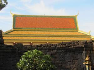 A typical golden wat roof (Wat Nokor, Kamong Cham)